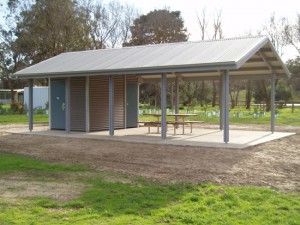 1D Restroom & Shelter with 6P Hybrid System – Arthurs Creek